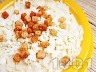 Юфка със сирене, мляко и крутони